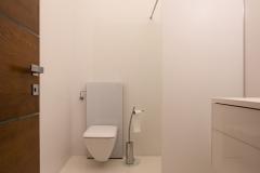 33 modernus namas vonia projektavo Alina Venskutė foto_Andrius_Stepankevičius